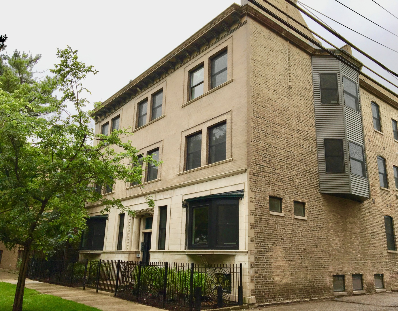 2 Apartment in Uptown