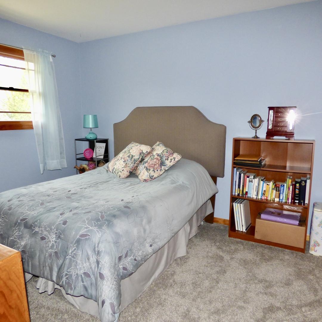 646 North Newport, Roselle, Illinois, 60172