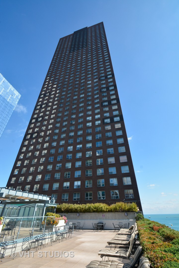 474 N Lake Shore Exterior Photo