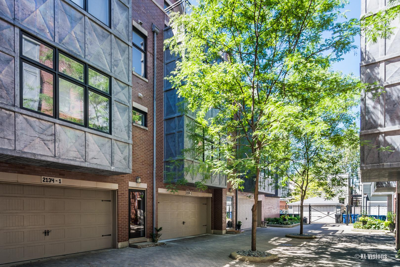 2134 W Irving Park Exterior Photo