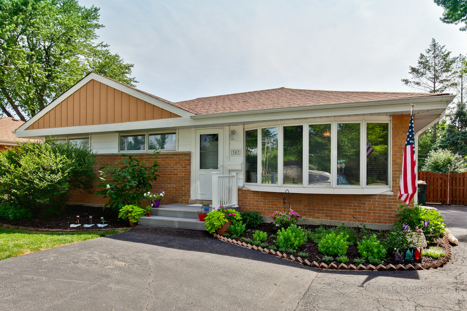 307 North Wilke Road, Arlington Heights, Illinois 60005