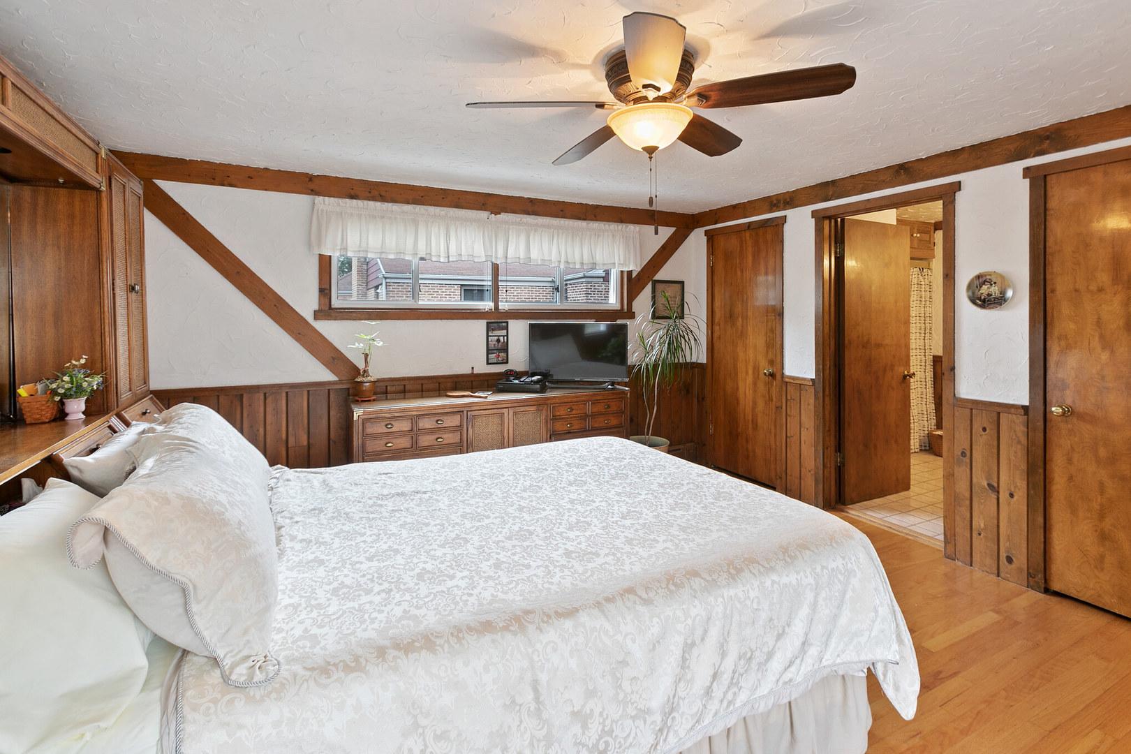 8293 North Merrill, NILES, Illinois, 60714