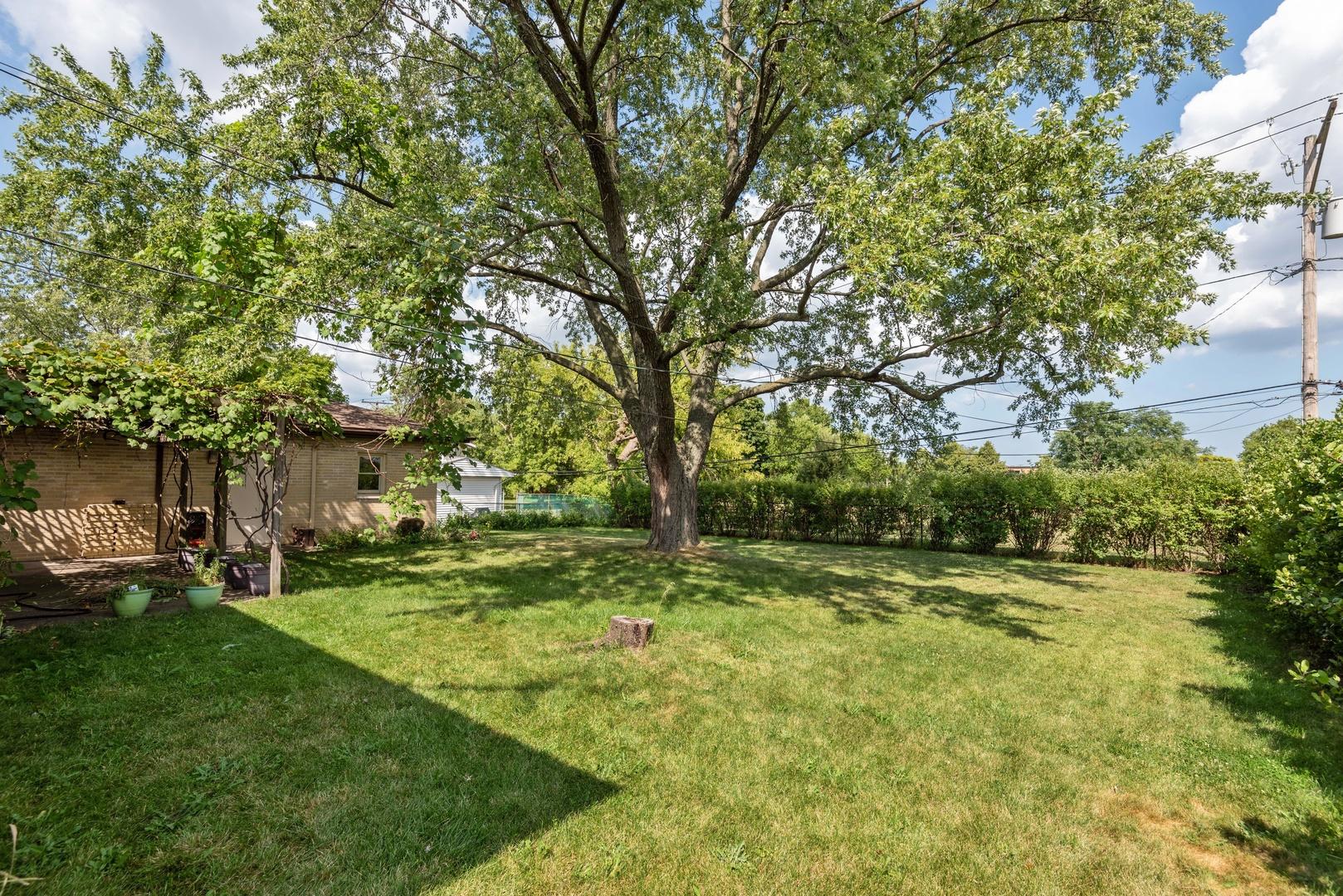 23 Michael Manor, Glenview, Illinois, 60025