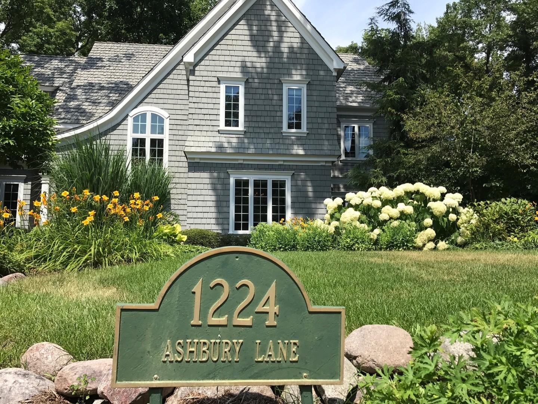 1224 Ashbury Lane, Libertyville, Illinois 60048