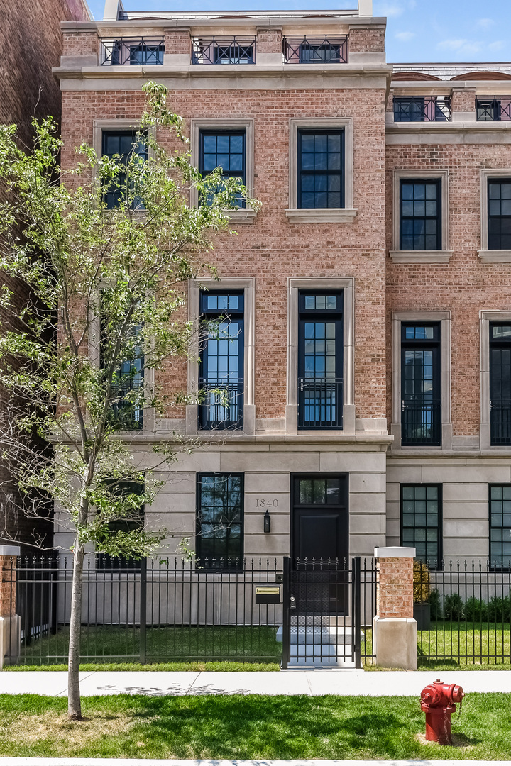 5 Townhouse in Near South Side
