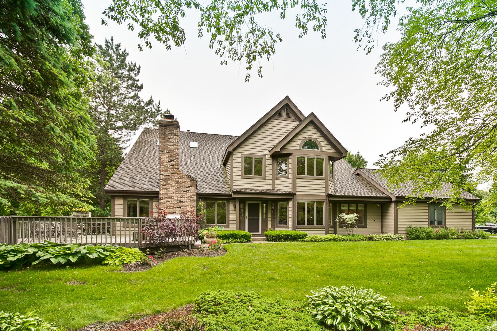 1927 Forest Creek Lane, Libertyville, Illinois 60048