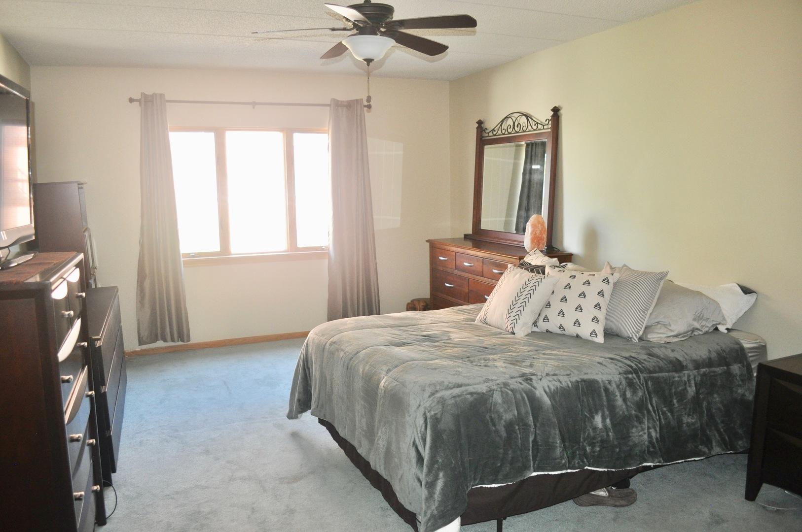 555 South River 303, Des Plaines, Illinois, 60016