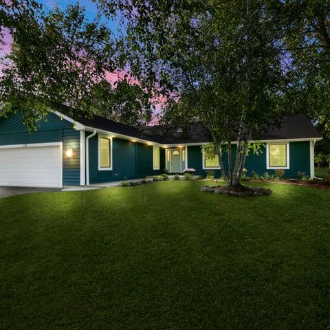1720 Vineyard Lane, Spring Grove, Illinois 60081