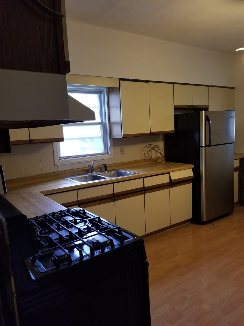 10321 South Hoxie, Chicago, Illinois, 60617