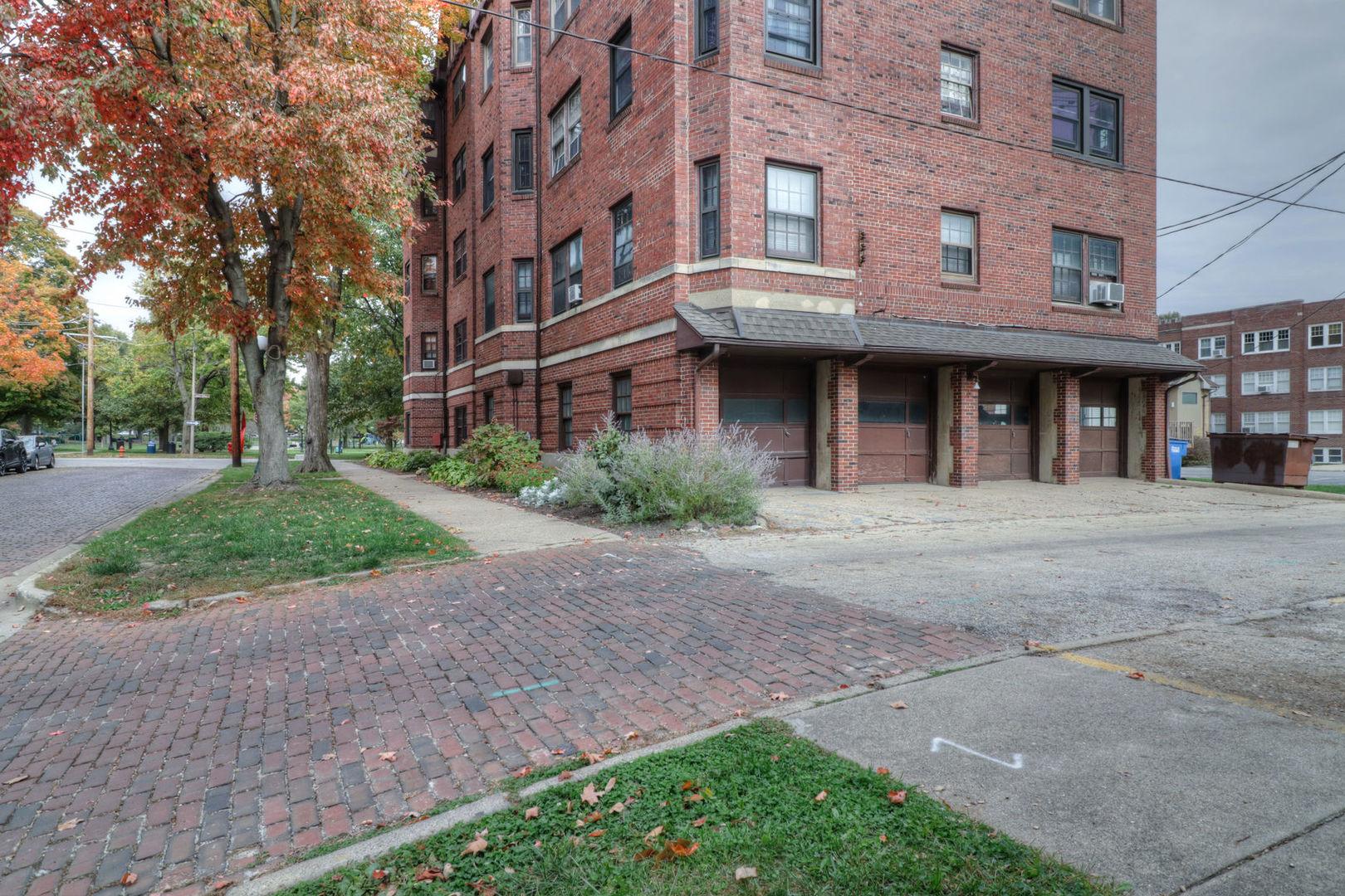 311 West University 302, Champaign, Illinois, 61820