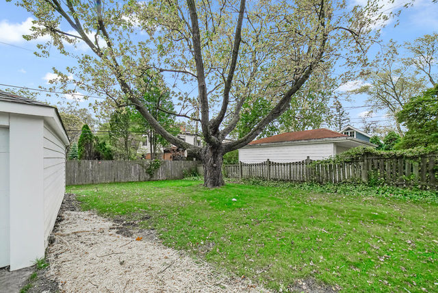 905 Meadowlark, Glenview, Illinois, 60025