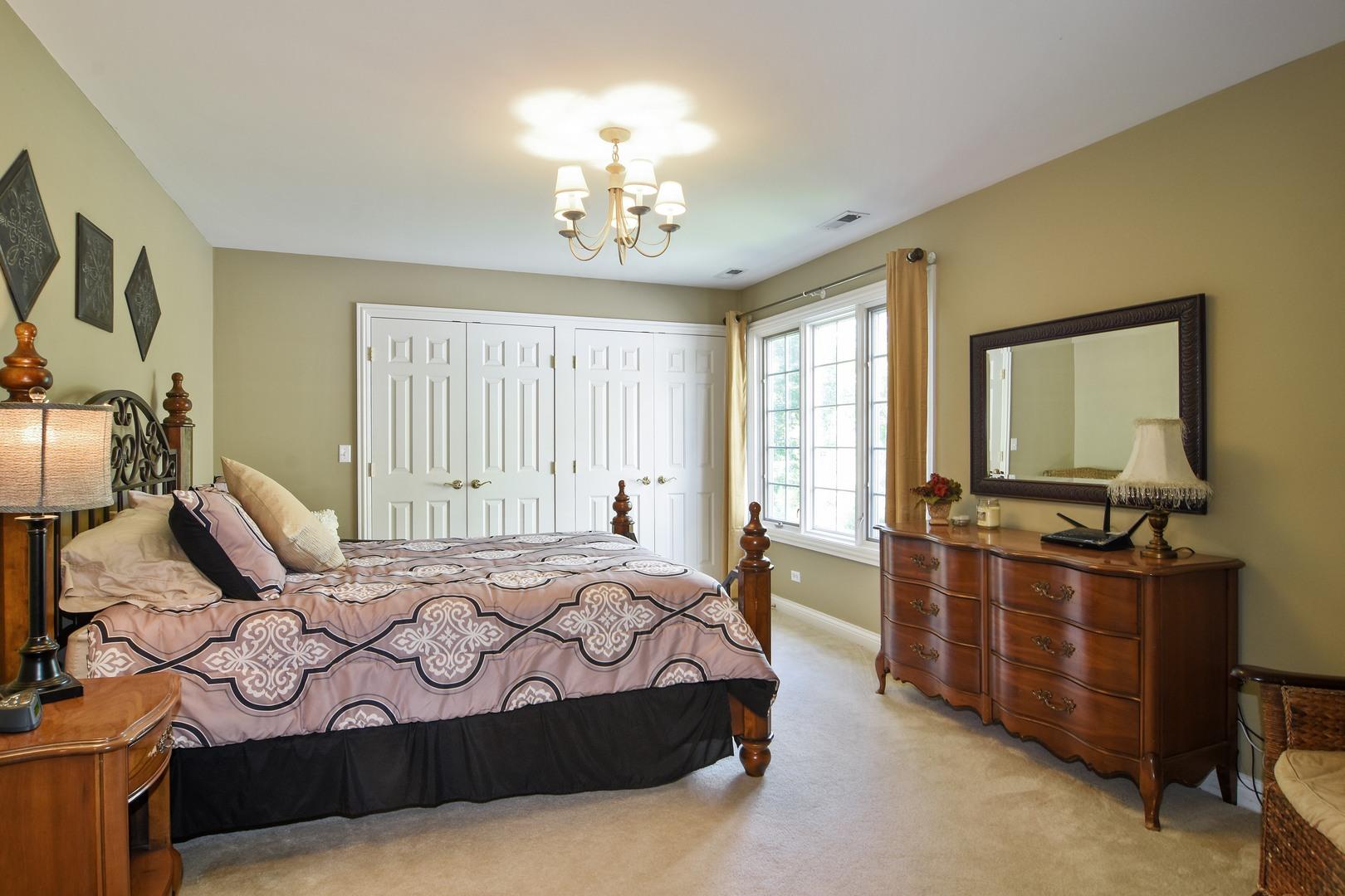 157 North Wynstone, NORTH BARRINGTON, Illinois, 60010