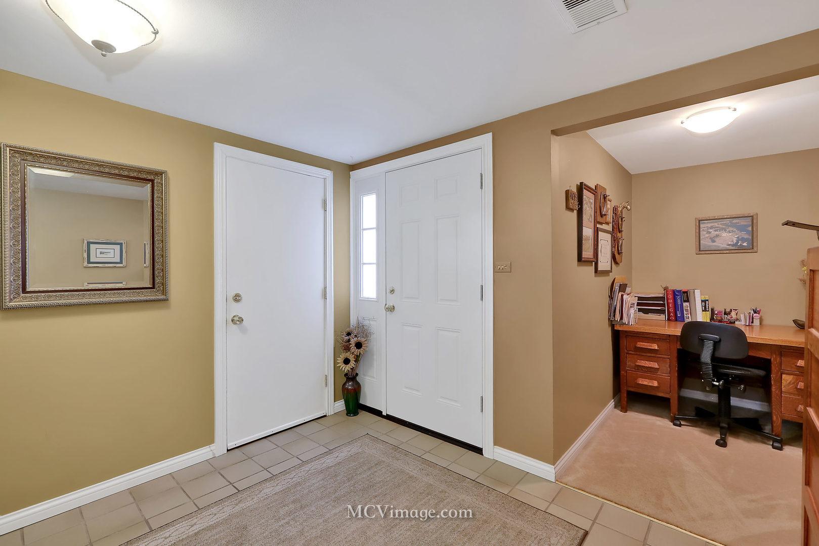 496 CANTERBURY, Roselle, Illinois, 60172