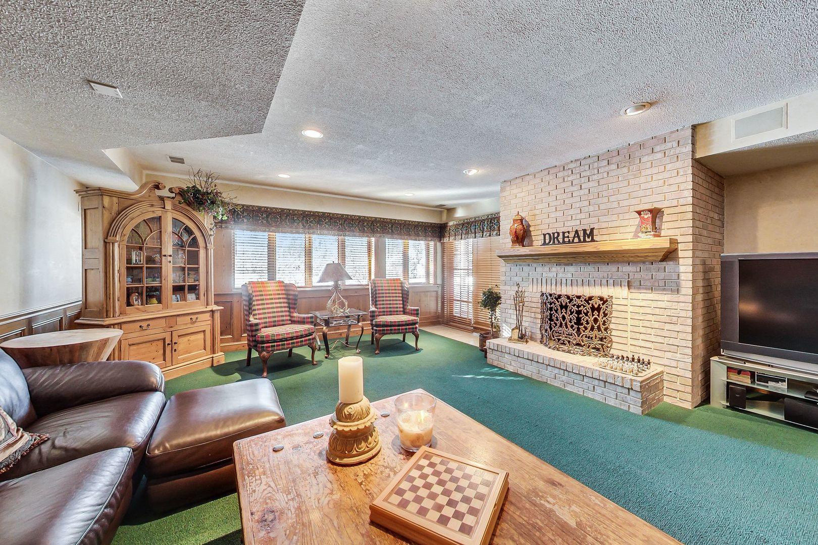628 West Walnut, Hinsdale, Illinois, 60521