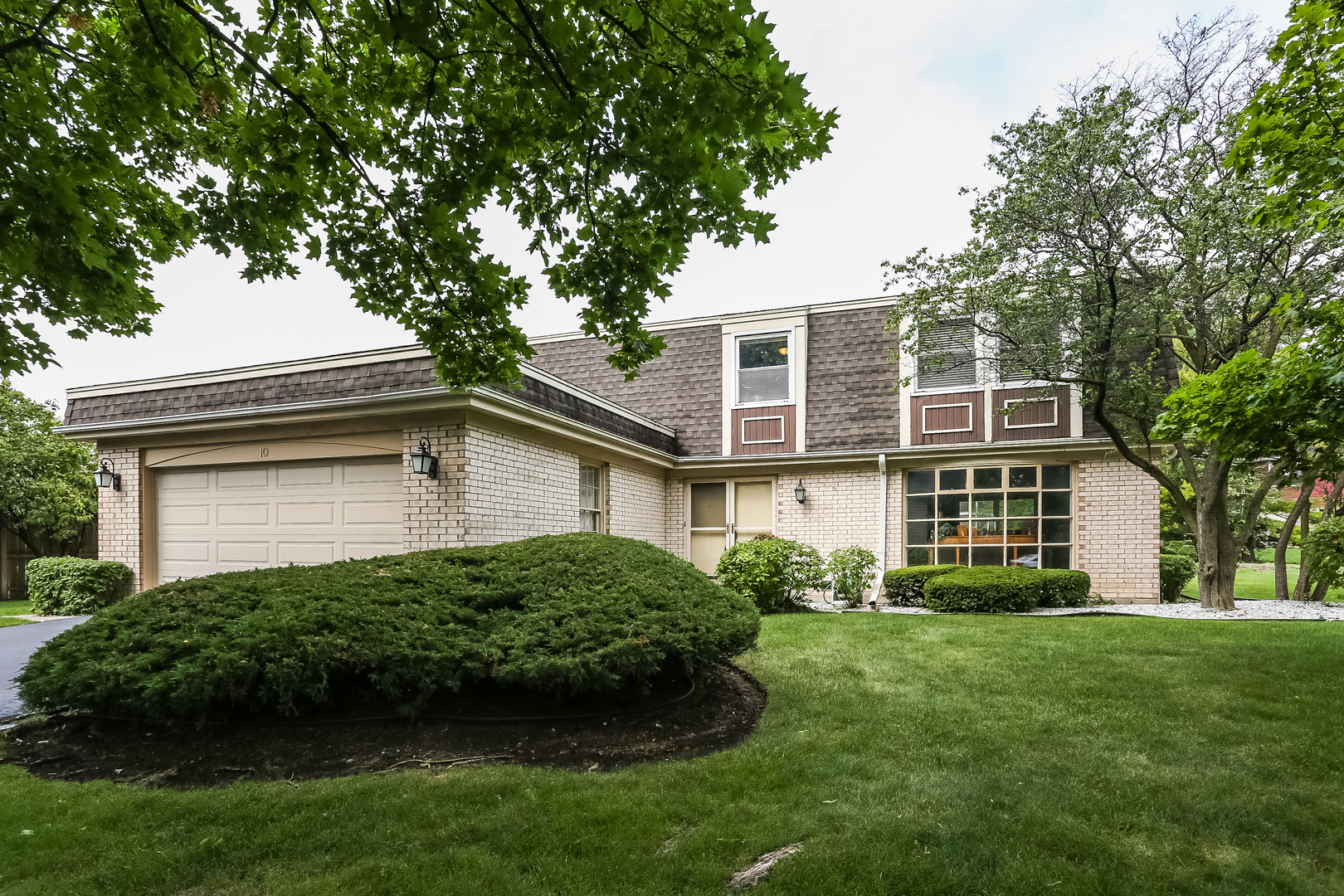 10 Fairview Avenue, Deerfield, IL 60015