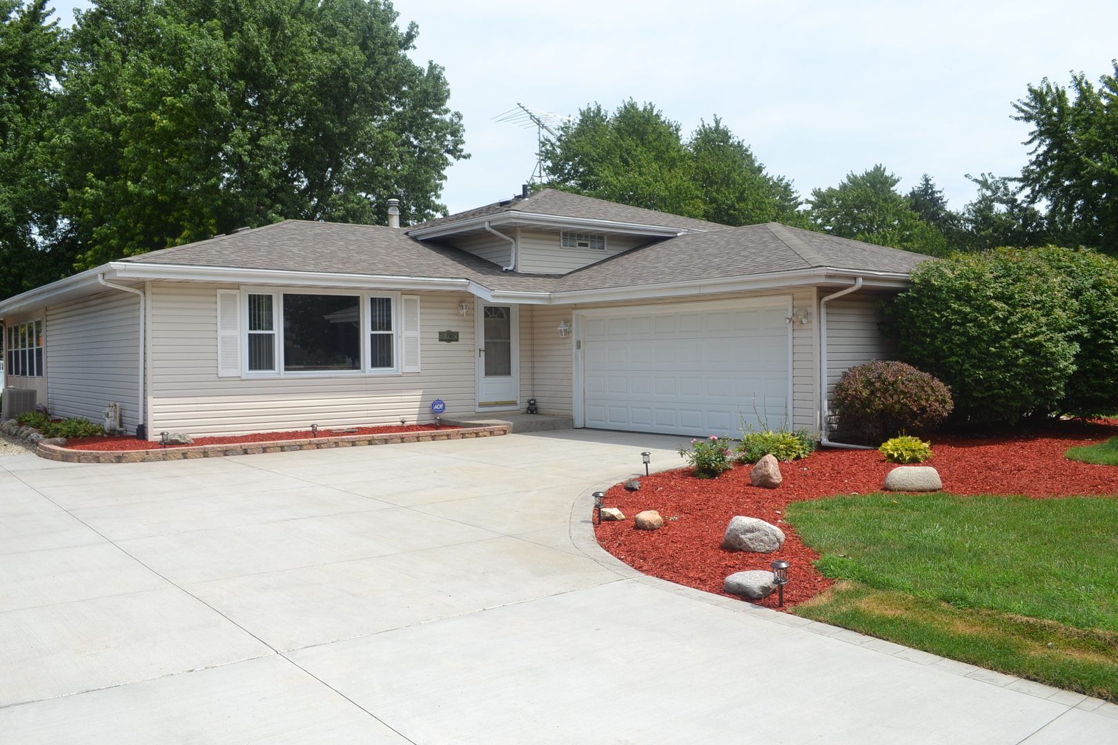 Property for sale at 24328 South Valley Drive, Channahon,  IL 60410