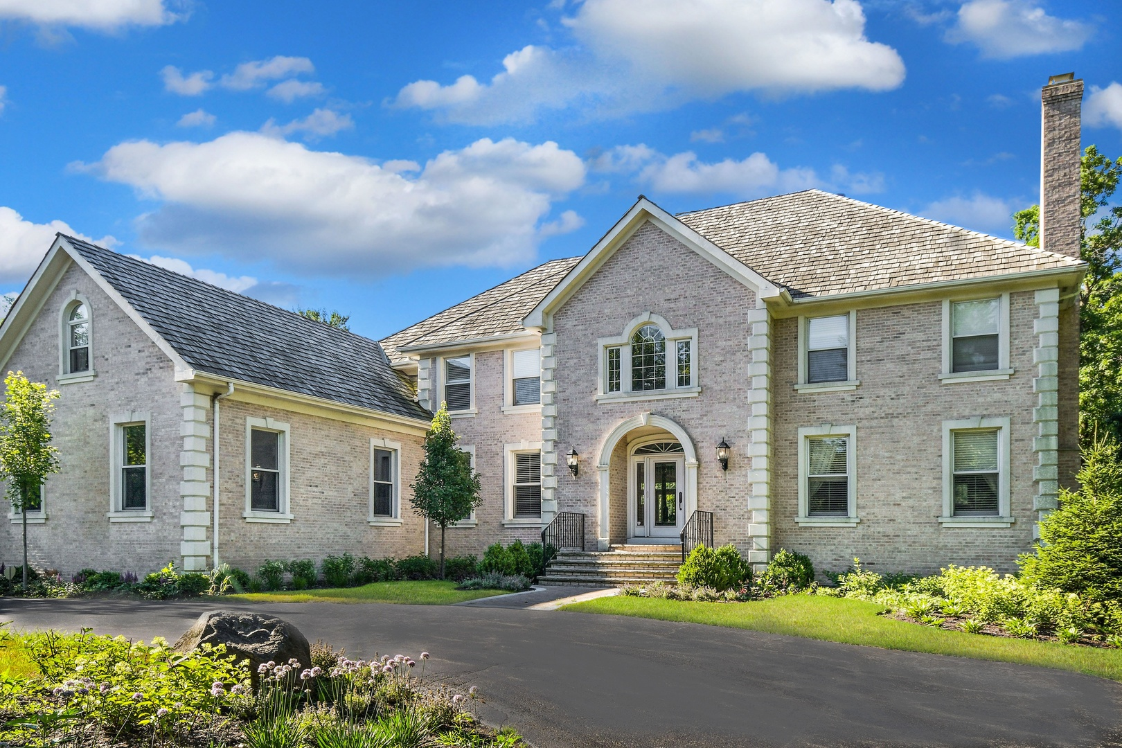 301 Belle Foret Drive, Lake Bluff, Illinois 60044
