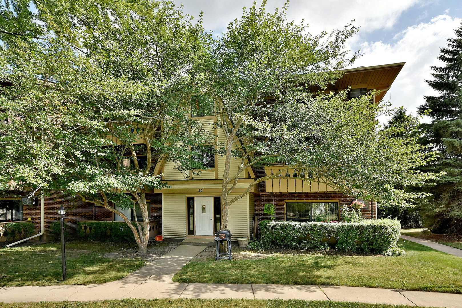 20 Parkside Court, Unit 18, Vernon Hills, Illinois 60061
