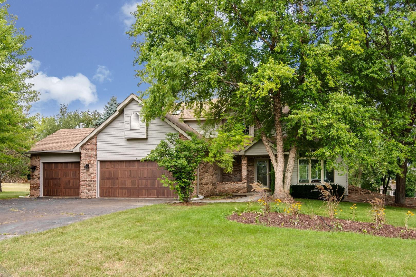 1516 North Applewood Lane, Spring Grove, Illinois 60081
