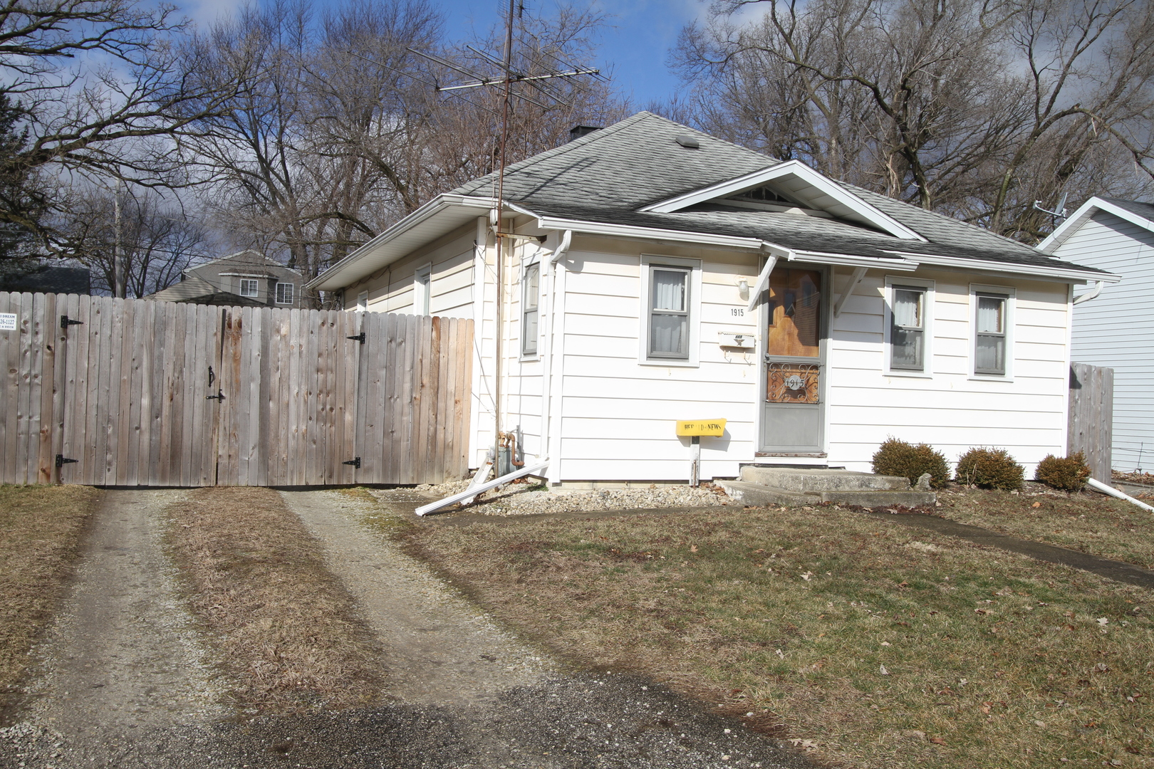 1915 Cora, Crest Hill, Illinois, 60403