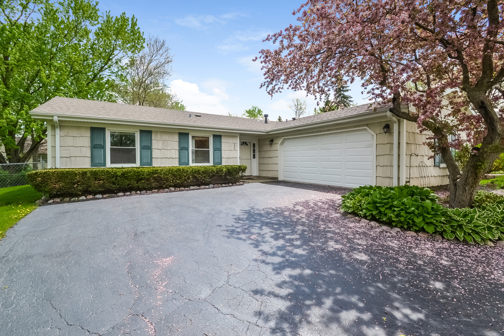 230 Ridgewood Court, Lake Zurich, Illinois 60047