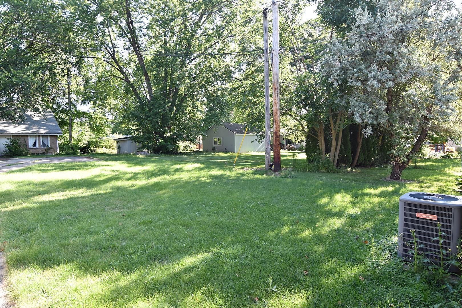 84 McKinley, ST. CHARLES, Illinois, 60174