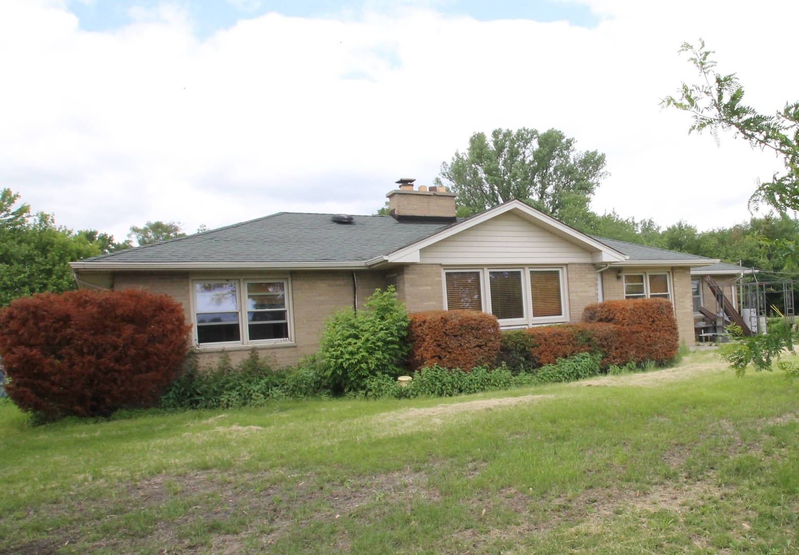 37633 North Frank Court, Spring Grove, Illinois 60081