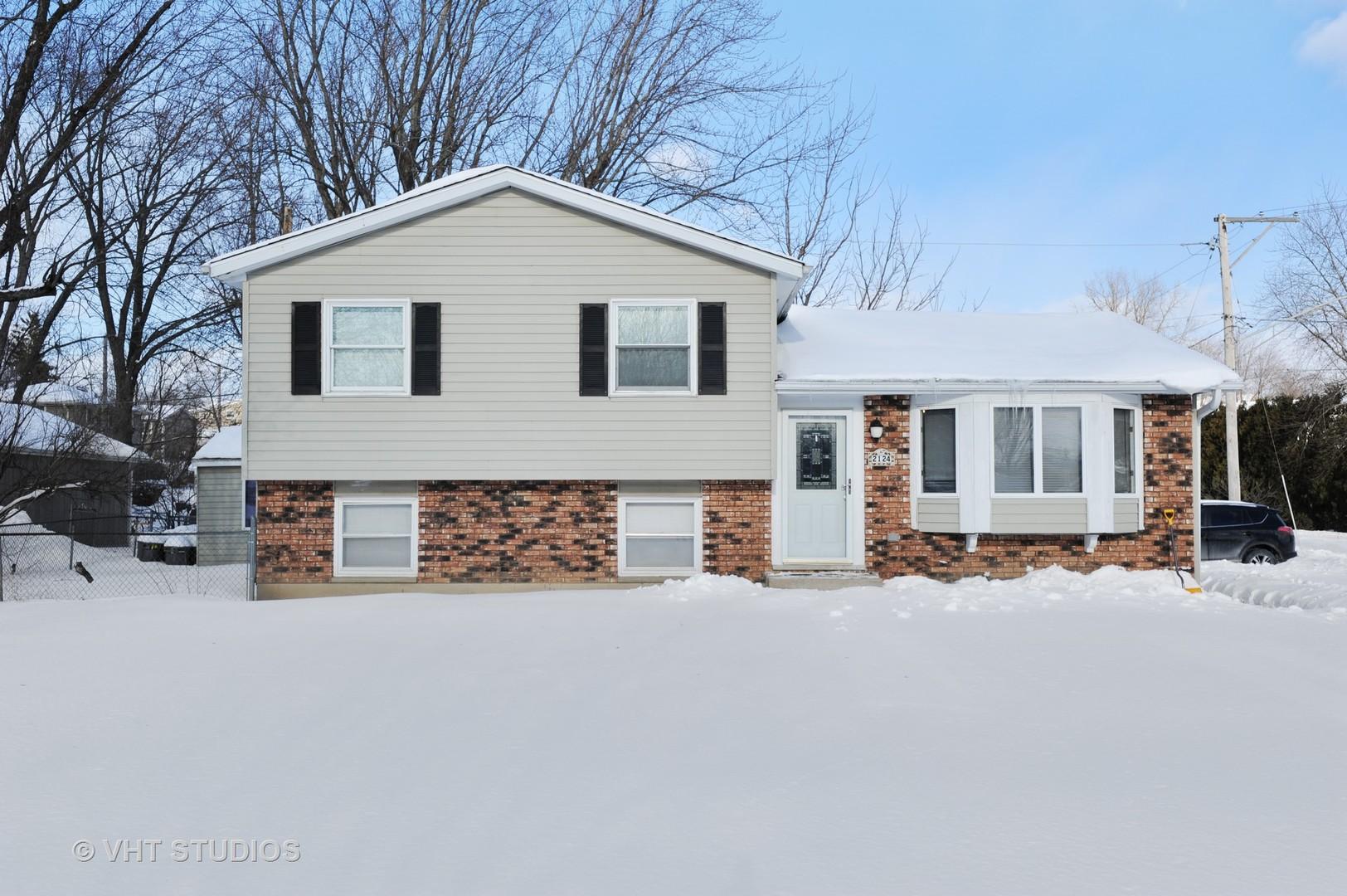 2124 Old Elm Road, Lindenhurst, Illinois 60046
