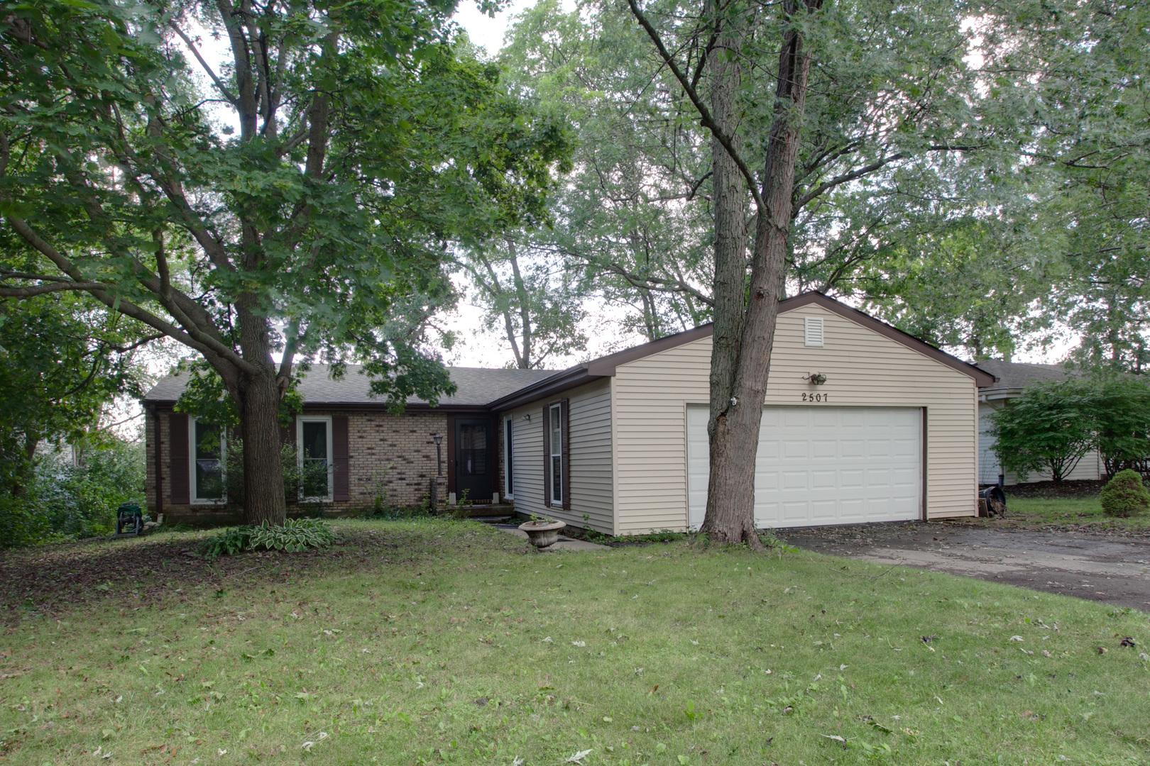 2507 East Thornwood Drive, Lindenhurst, Illinois 60046