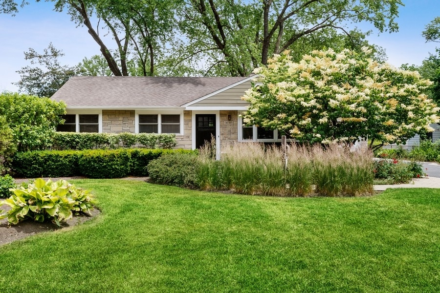 30385 N East End Avenue, Libertyville, Il 60048