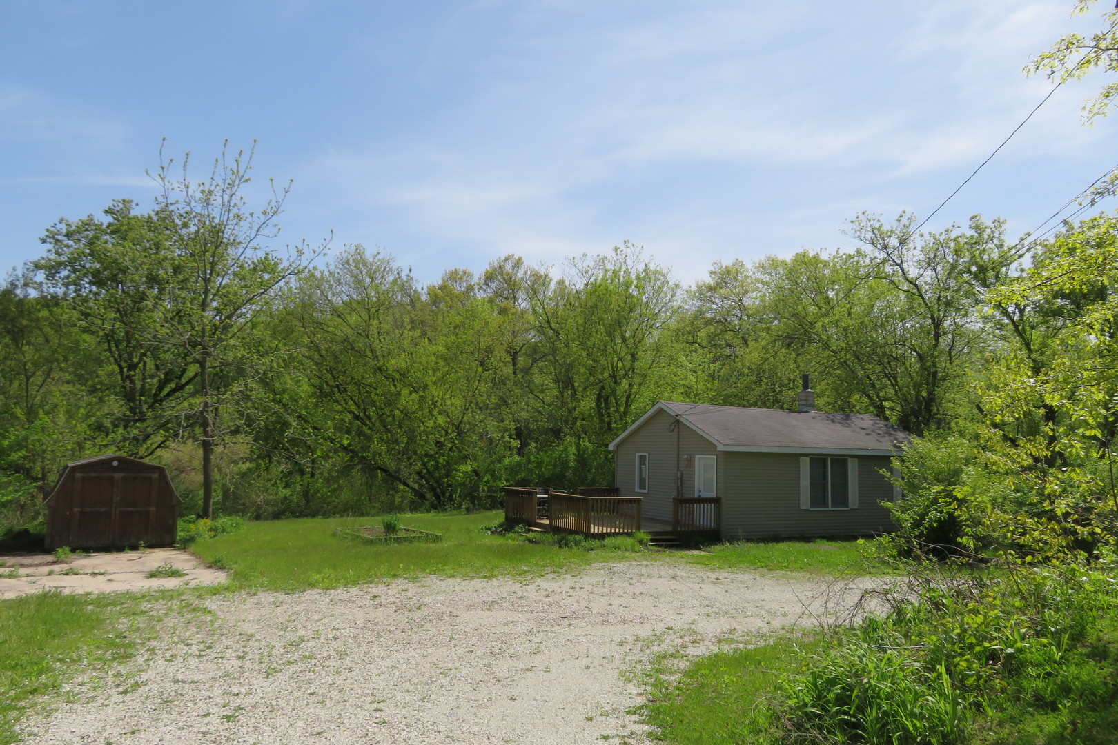 201 West Grass Lake Drive, Spring Grove, Illinois 60081