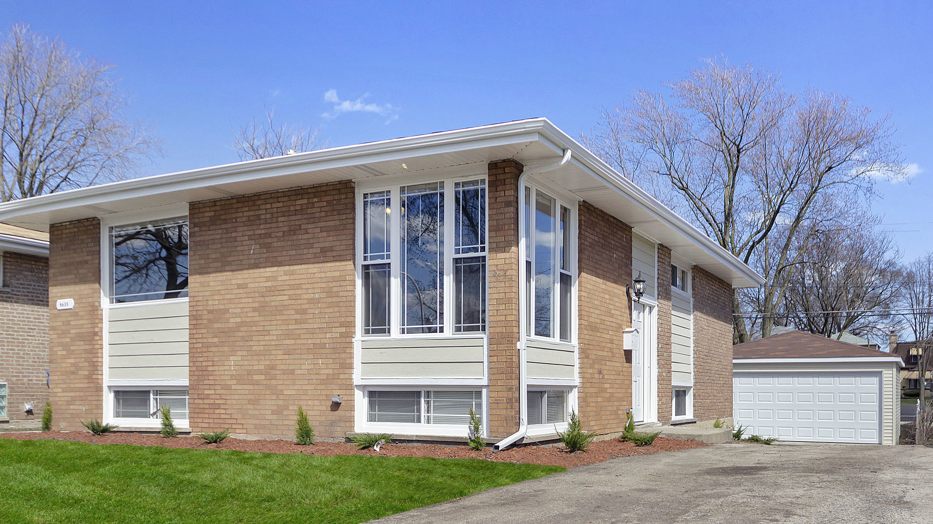8635 S Kenwood Exterior Photo