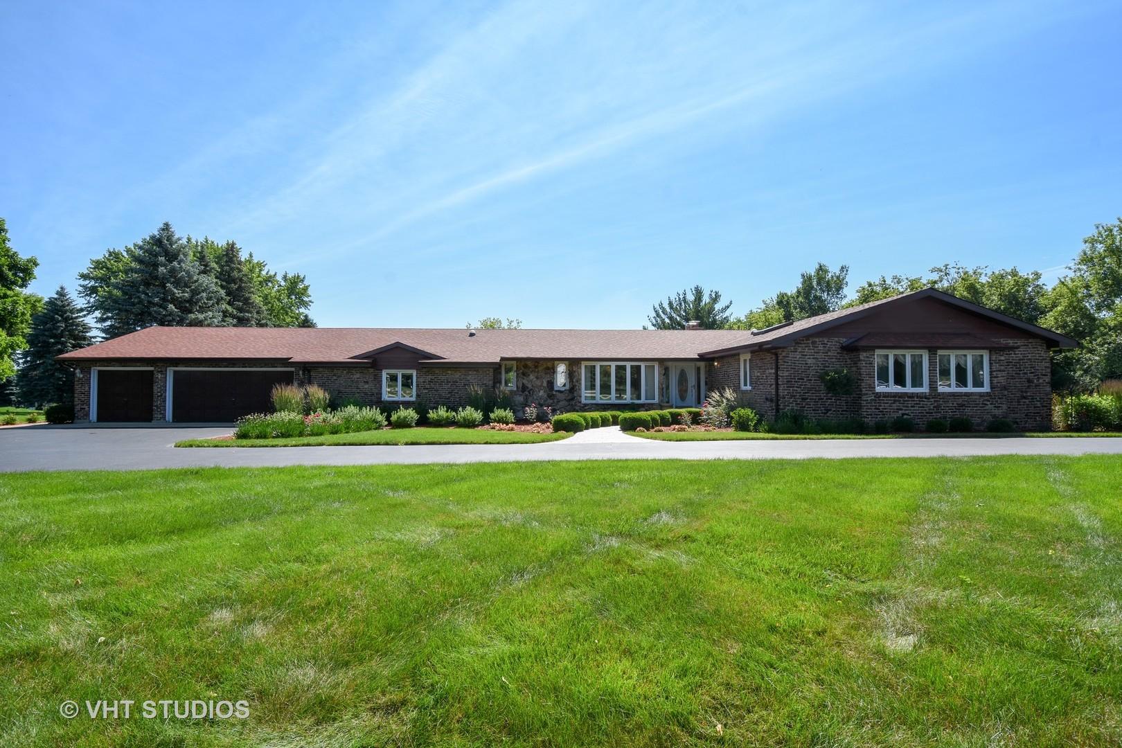 2 John Drive, Hawthorn Woods, Illinois 60047