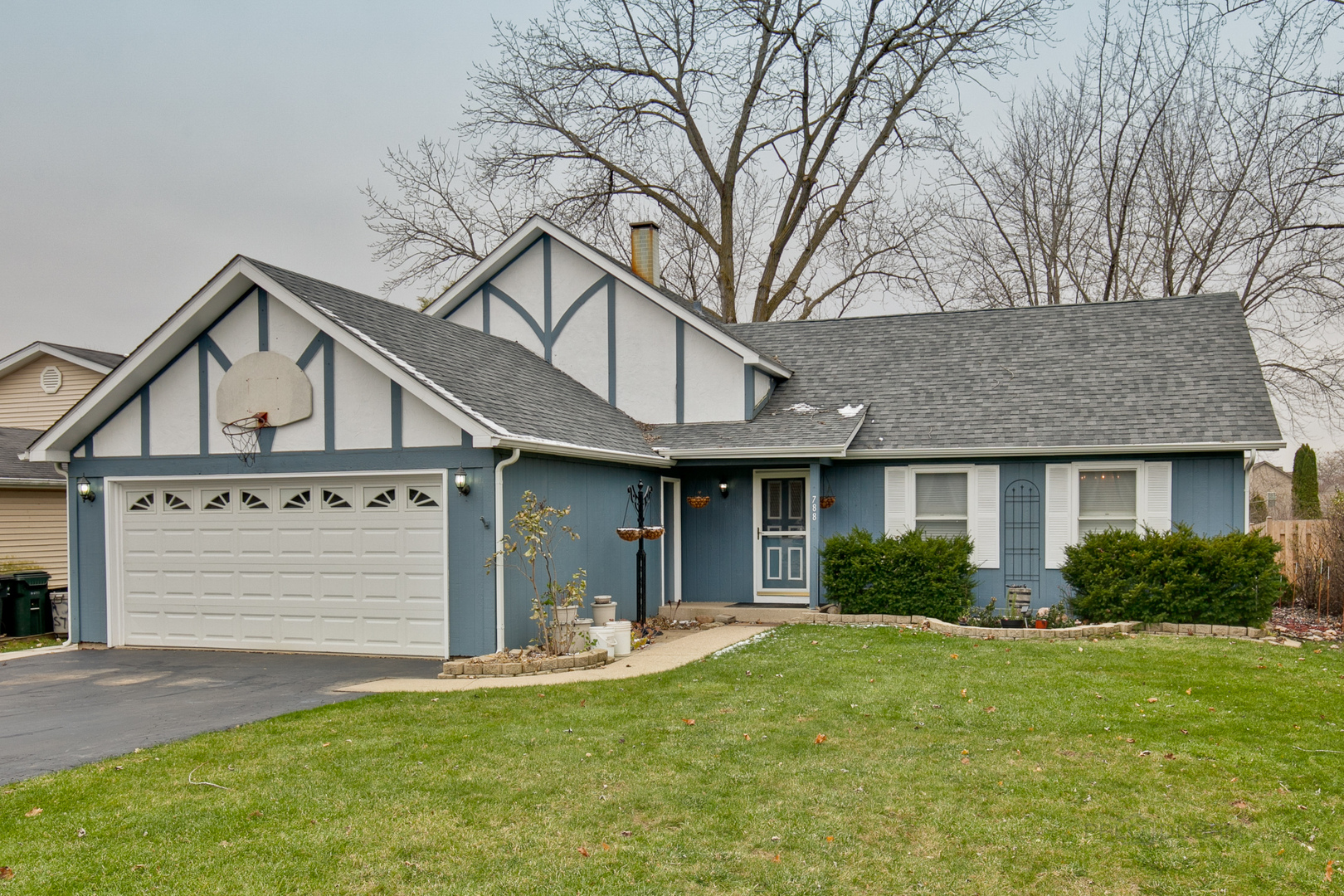 788 North Beck Road, Lindenhurst, Illinois 60046