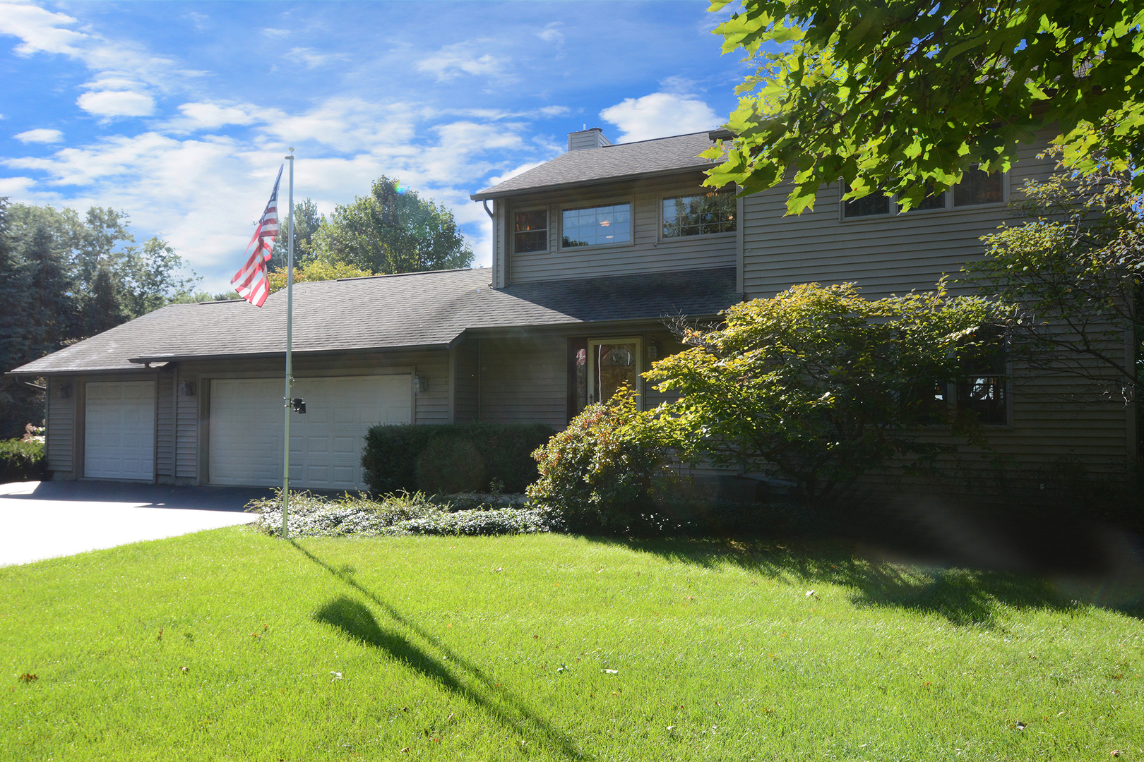 1411 Chateaugay Drive, Spring Grove, Illinois 60081