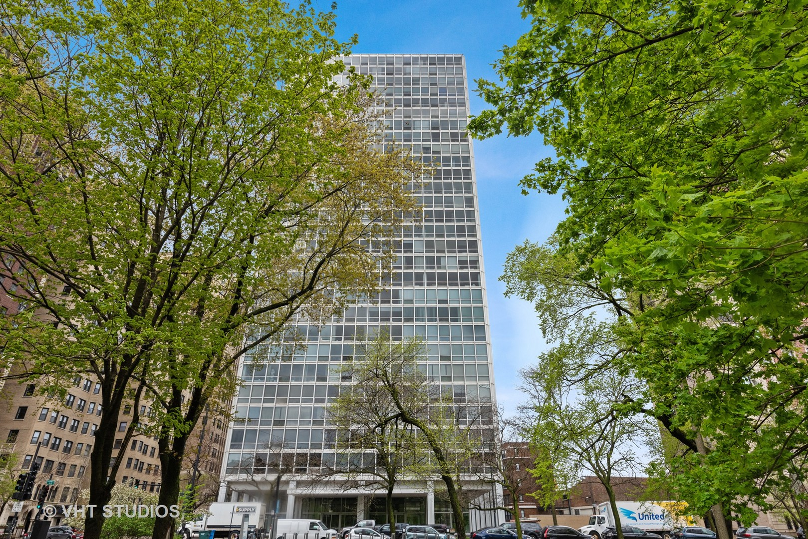2400 N. Lakeview #1406