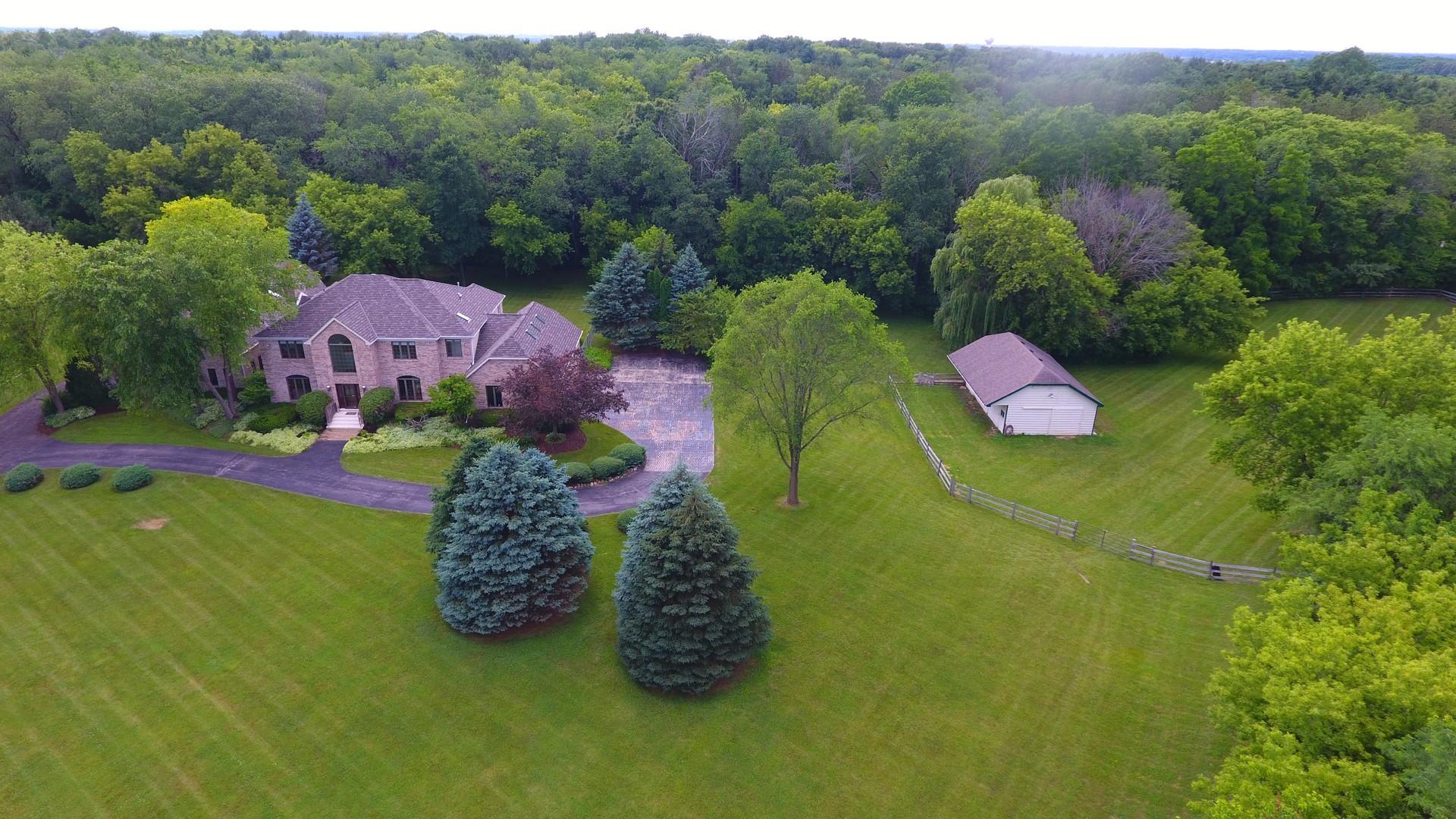 2 Royal Way, Barrington Hills, Illinois 60010