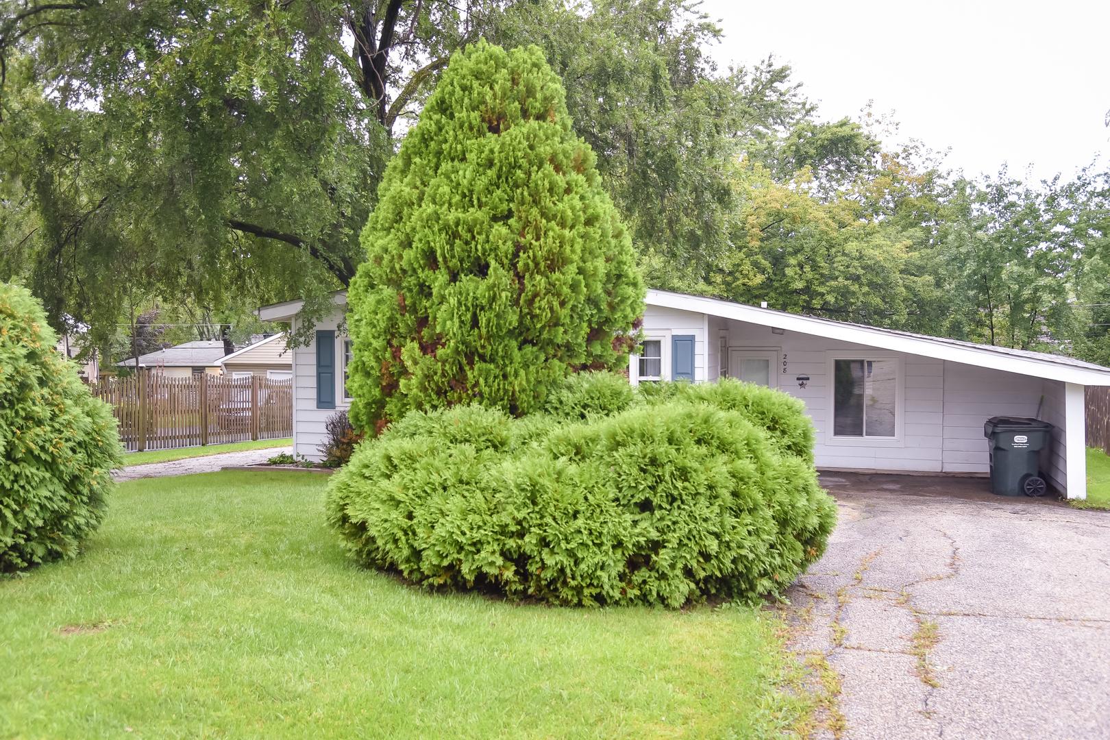 208 Valley Drive, Lindenhurst, Illinois 60046
