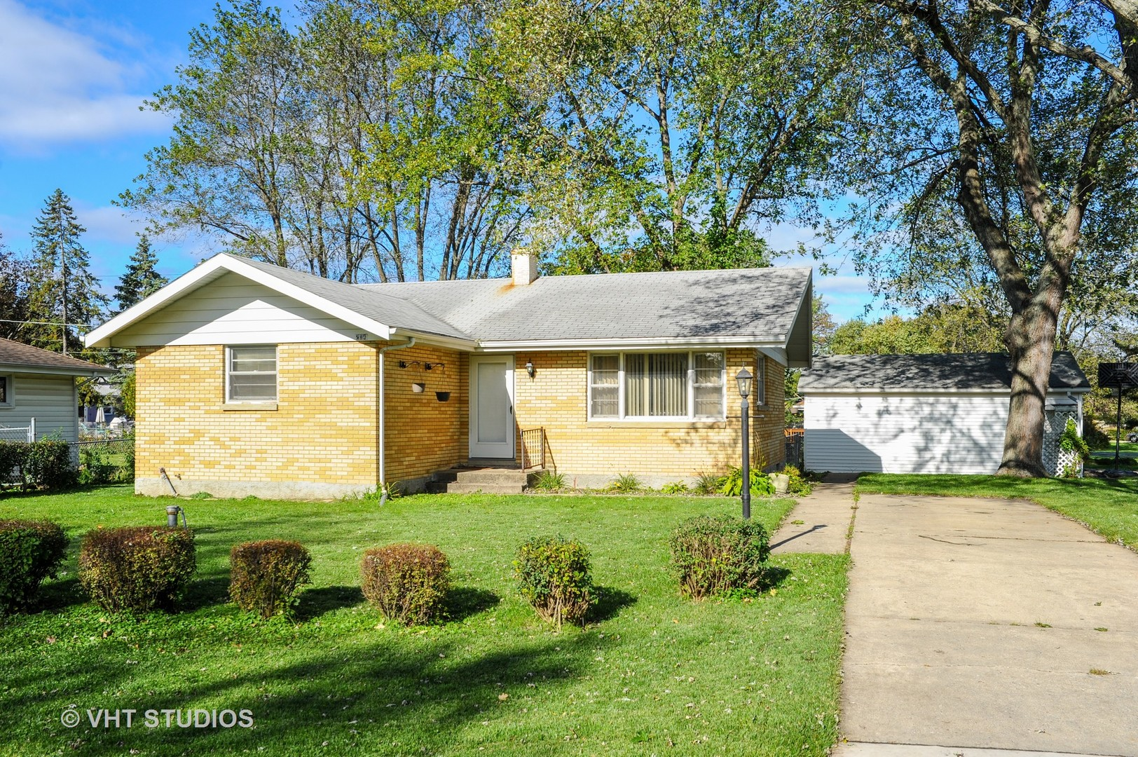 204 Countryside Lane, Lindenhurst, Illinois 60046