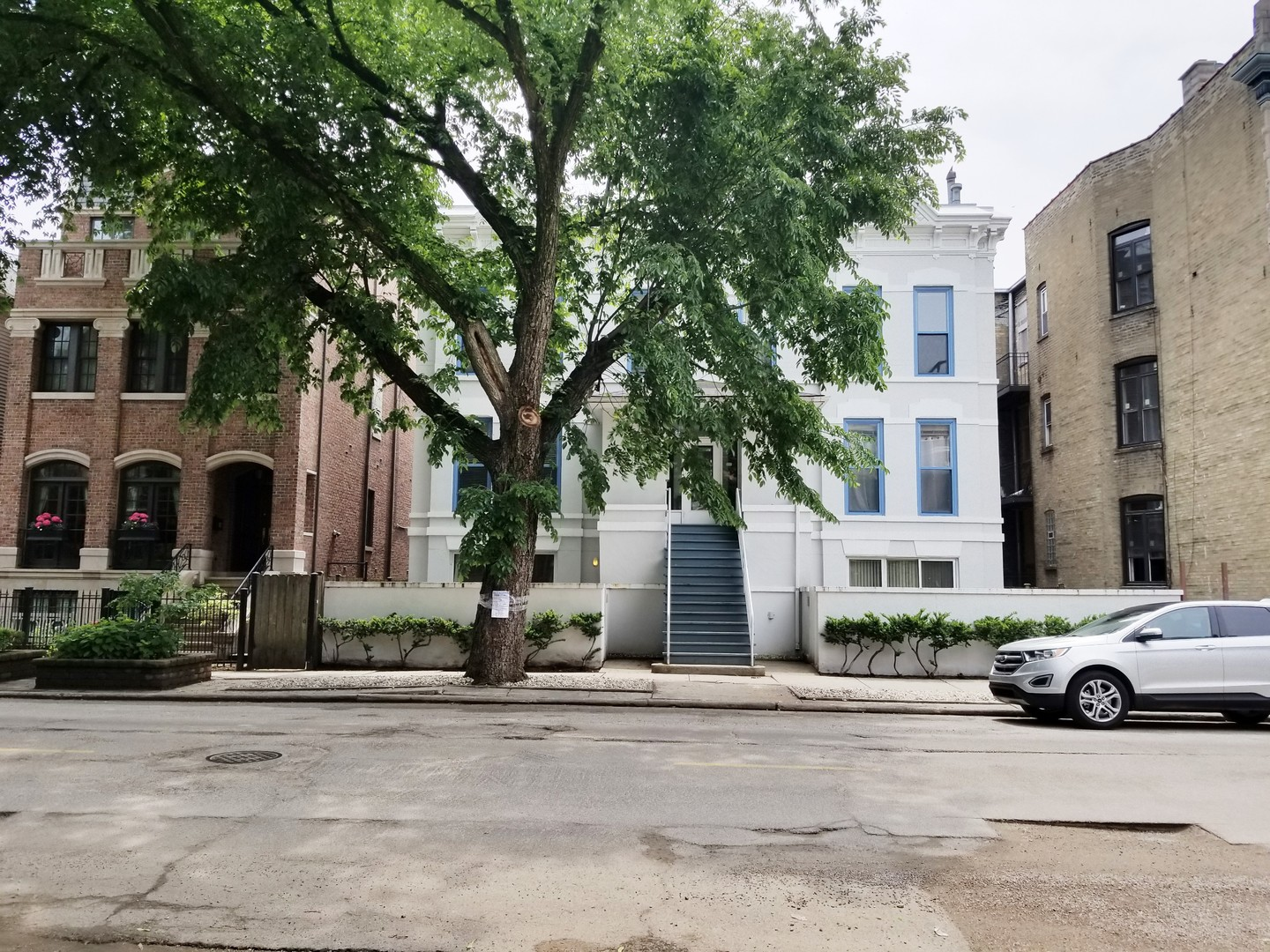 West WRIGHTWOOD Ave., CHICAGO, IL 60614