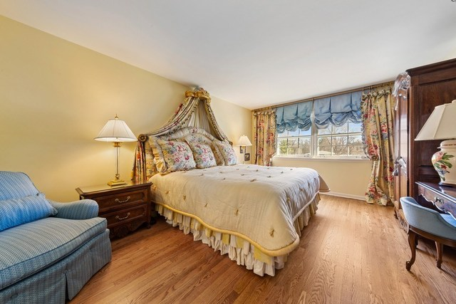 9 CAMBERLEY, Hinsdale, Illinois, 60521
