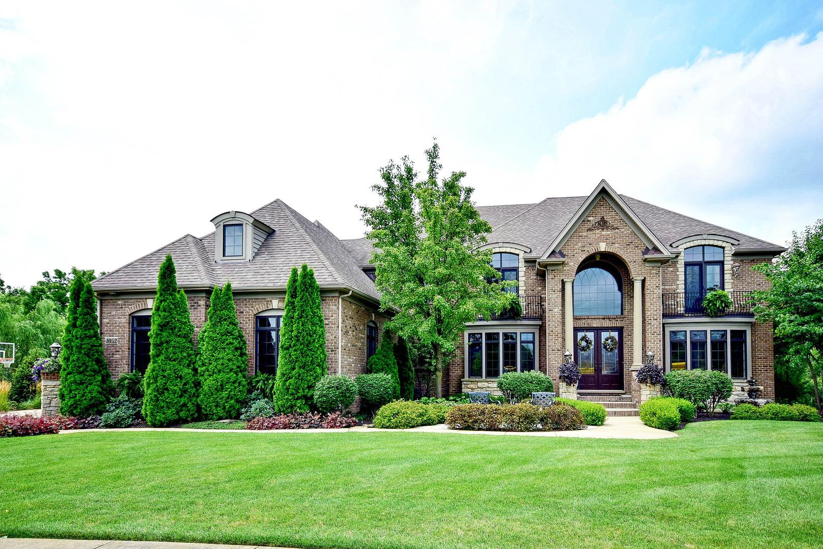 1052  Schonback,  BATAVIA, Illinois