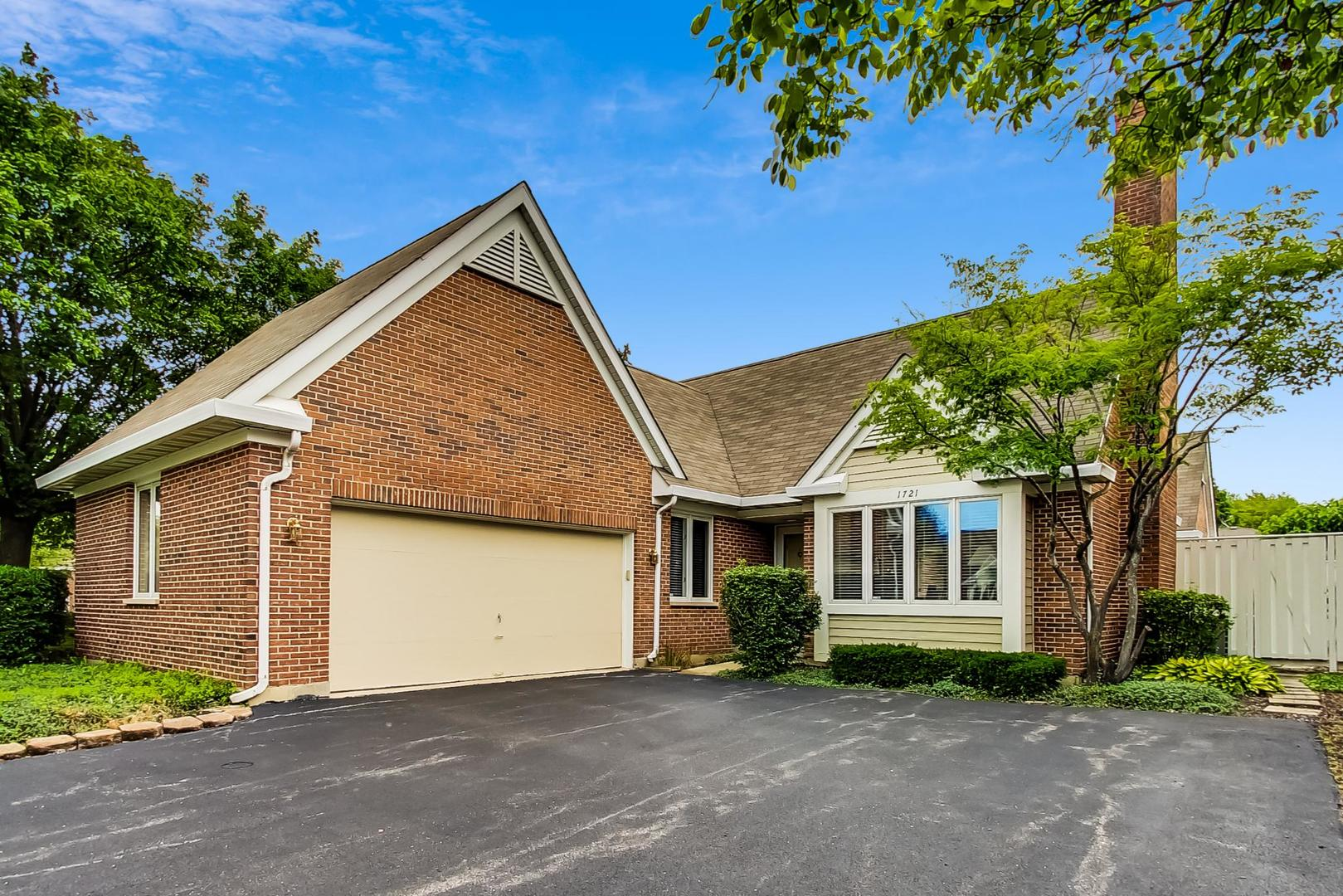 1721 N Landcaster Court, Arlington Heights, Il 60004
