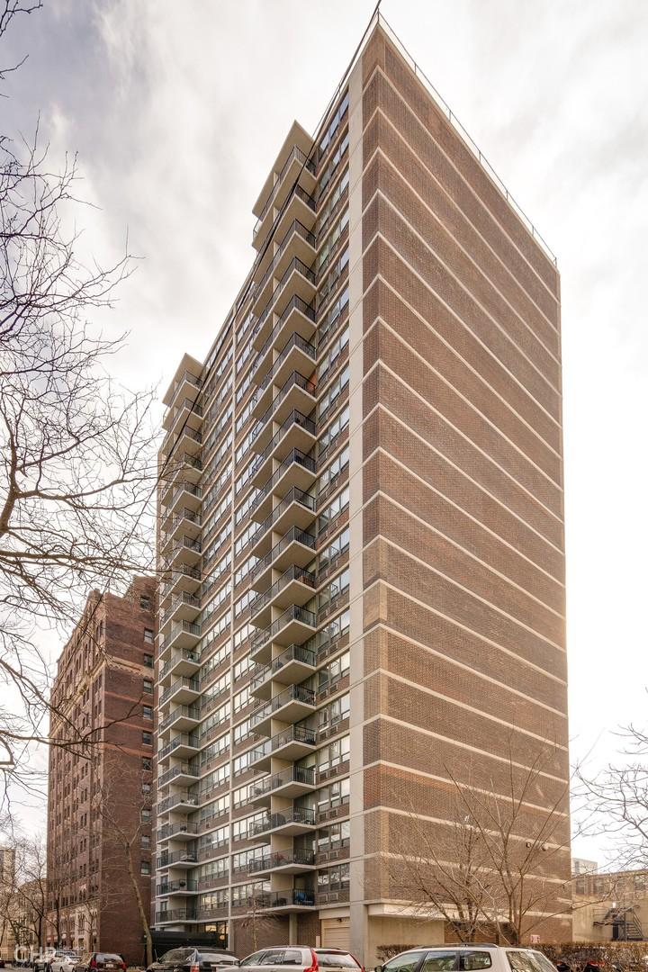 North Pine Grove Ave., Chicago, IL 60614