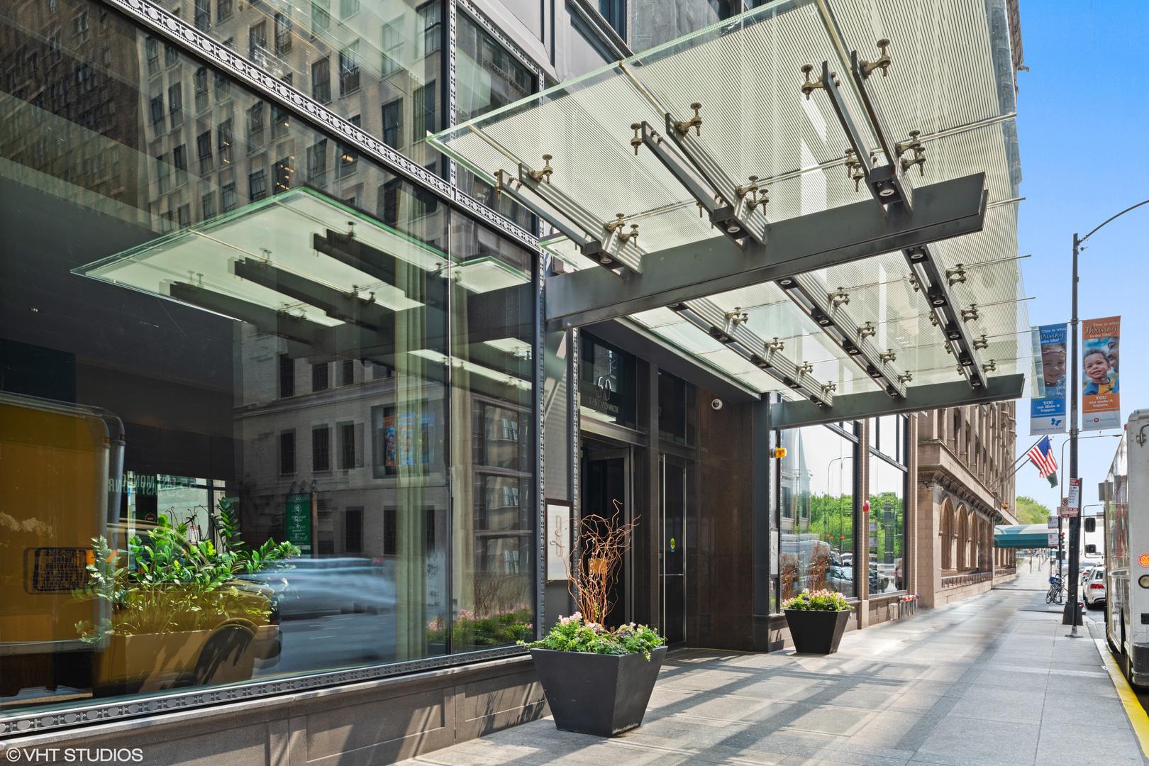 60 E Monroe Exterior Photo