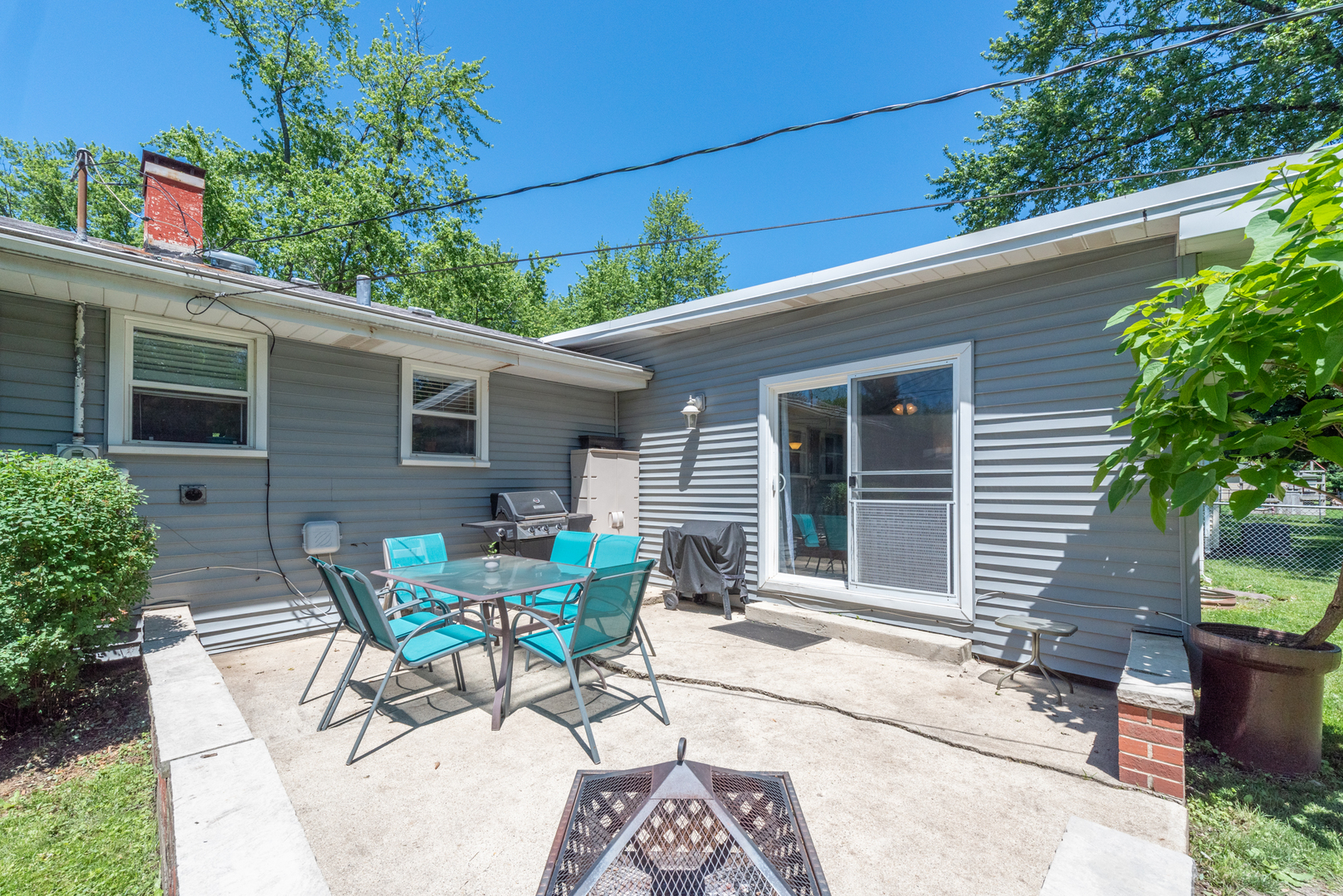 284 TOMAHAWK, Carol Stream, Illinois, 60188