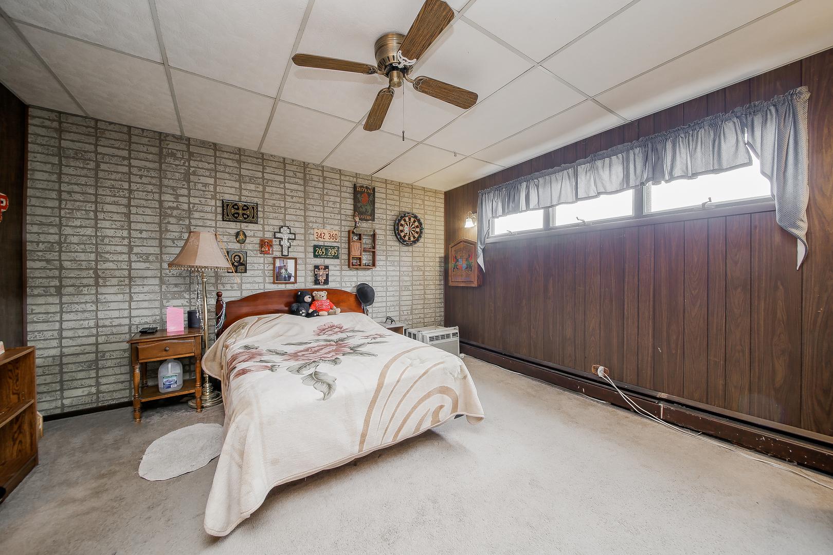 476 5th, AURORA, Illinois, 60505