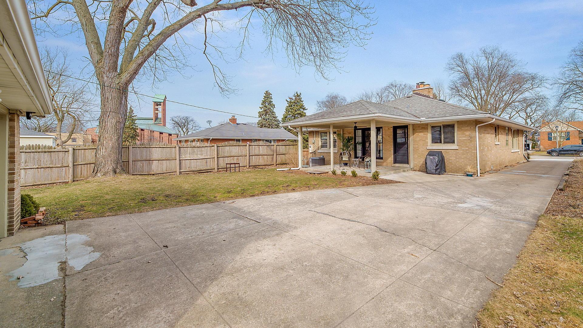 536 South Brainard, La Grange, Illinois, 60525
