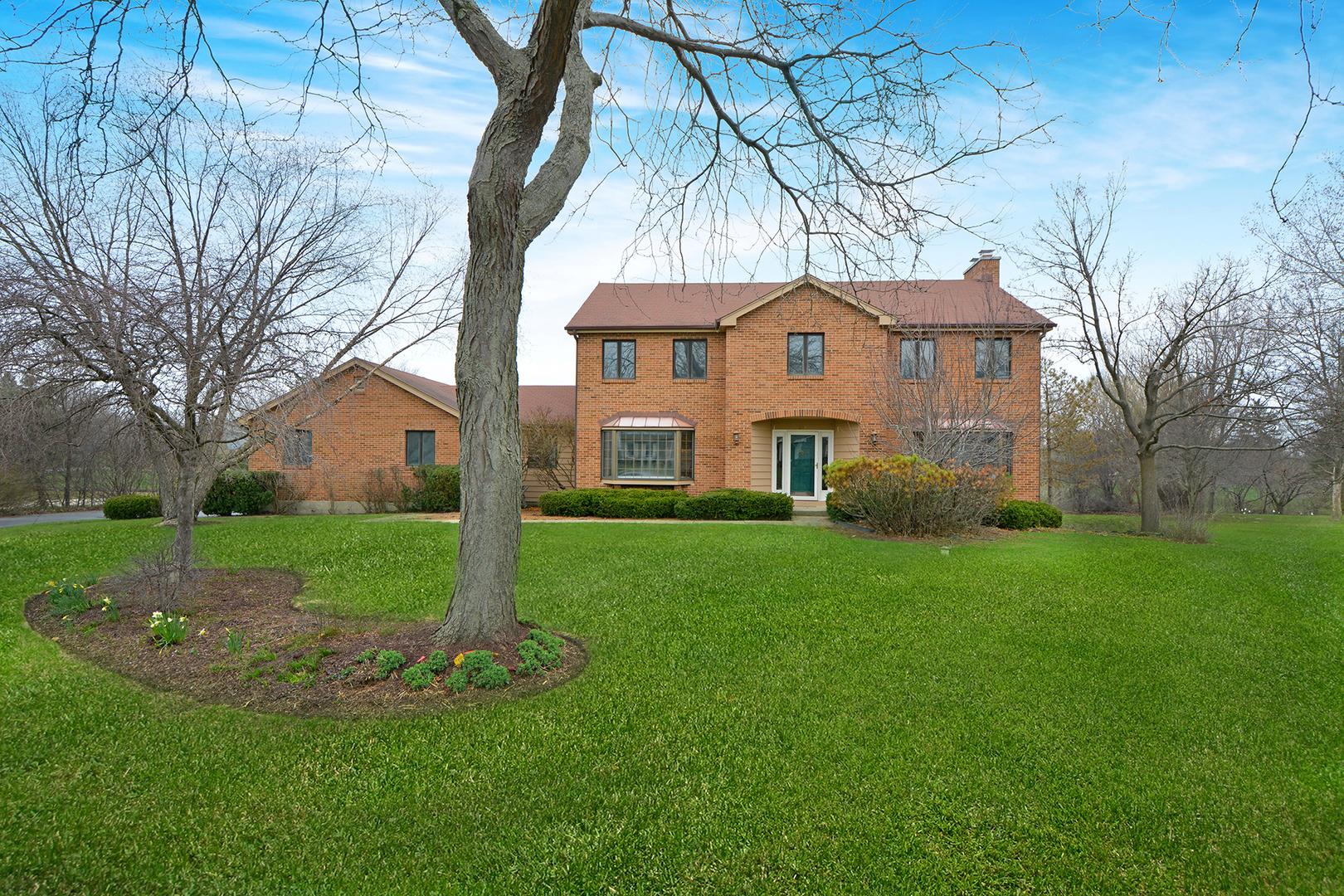 1 Canterbury Lane, Hawthorn Woods, Illinois 60047