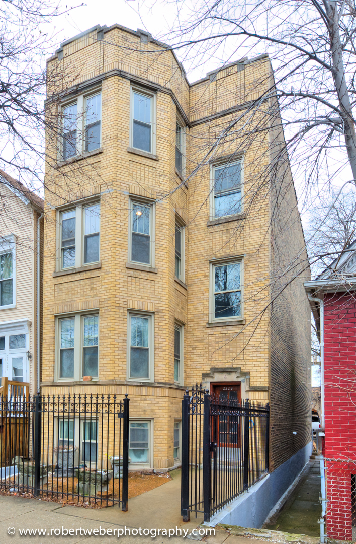 West Barry Ave., CHICAGO, IL 60618